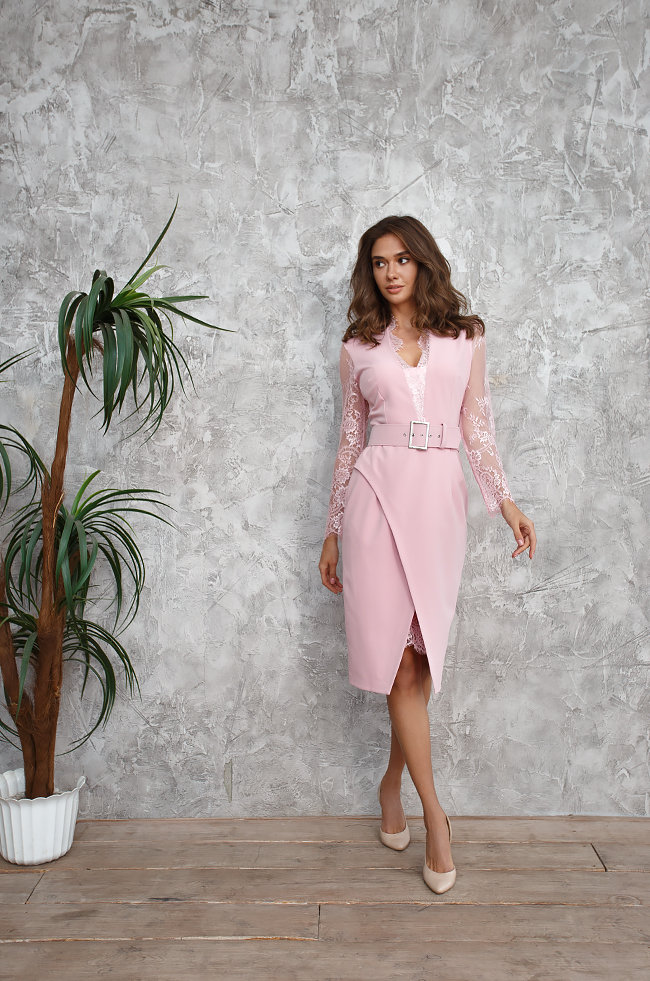 Сукня з асиметричною спідницею та кружевом Рожева